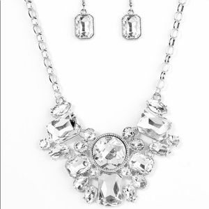 Gorgeous Necklace & Earring Set